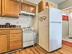 Utilize the lower level's well-equipped kitchen!