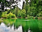 One of Portland's best parks, Laurelhurst Park is a 10min walk.
