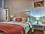 2st floor bedroom. King size bed.