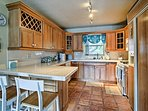 The fully equipped kitchen is ready to help you prepare beachfront picnics!