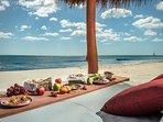 Puedes realizar multiples actividades cerca de la casa. Aqui disfrutar de la gastronomia en la playa