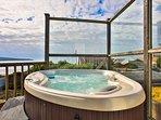 God's Pocket! 3 min walk to Beach, Hot Tub! Best Cottage in the Village!
