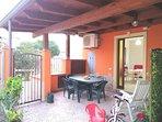 area relax esterna con barbecue, biciclette gratis, giochi per bambini e doccia rinfrescante