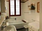 bathroom (tub)