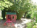 Cabane avec table pour enfants