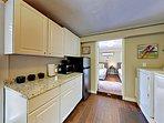 Kitchenette & Washer/Dryer