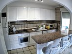 Fully equipped American- style kitchen, with dishwasher, washing machine and fridge freezer