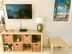 Flat screen TV, with Cable and French Channels - WIFI