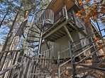 Take a trip to this 3-bedroom, 2-bathroom vacation rental home in Jemez Springs.