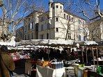 Uzès Saturday market in winter