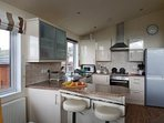 Well equipped kitchen with washing machine and dishwasher