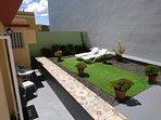 amplia terraza privada para tomar el sol, desde las 10 de la mañana, hasta las 6 de la tarde.