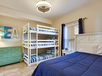 Twin Palms 404-Bunks and Queend Sized bed
