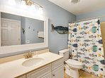 Twin Palms 404-Shared bathroom