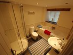 Ensuite to twin bedroom 1