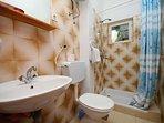 A3Srednji(2+2): bathroom with toilet