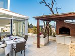 OUTDOOR GRILL & TABLE