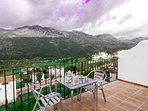Súper terraza al valle del Guadiaro, Sierra de Grazalema y Serranía de Ronda. Casa Martijín
