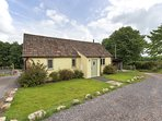 BOYCOMBE BARN, welcoming, pet friendly cottage for two, with rural views and ext