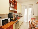 The fully equipped kitchen with dishwasher, cooker hob and microwave