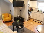 The Maple Leaf - 2BD Downtown Craftsman Style Flat