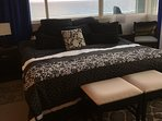 YOUR COMFORTABLE KING SIZE BED WITH VIEWS OF THE OCEAN!!