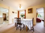 Dining room,great for entertaining