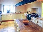 La grande cucina è il cuore di questo bellissimo cottage