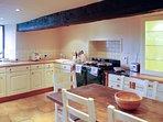 Il cuore della casa è questa meravigliosa cucina in stile casa colonica