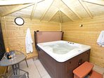 Enjoy the private house hot tub