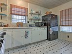 Prepare a lakeside picnic in the fully equipped kitchen.