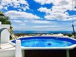 Magnífica piscina con increibles vistas al mar.