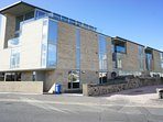 Stylish modern two bedroom apartment in the centre of St. Andrews with its own private parking
