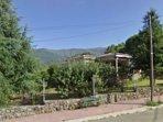 Precioso chalet de más de 300 m2 con enorme jardín, huerto ecológico y piscina privada en Jarandilla