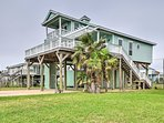 This home is just a short walk from the sandy beaches of Freeport!