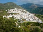 Ojèn, a typical Andalucian village nearby.