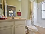 The en-suite bathrooms both include shower/tub combos.