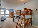 Bedroom 3 - Queen & Twin Bunk Set