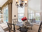 Breakfast nook with views over the pool area