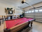 Games room with Foosball and pool table