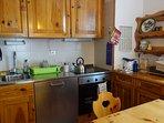La cucina e' completamente attrezzata e dispone di un set di benvenuto di prodotti alimentari.