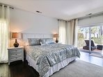 King master bedroom #1 has private bath, private deck and 40' smart TV