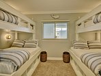 full beds on the bottom and twin beds on top