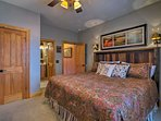 Don't you want to just jump in this queen bed?