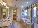 2nd Floor Oceanfront King Suite Full Bathroom