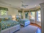 1st Floor Guest Suite - 2 Queens