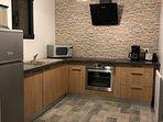 cuisine equipée four, frigo, congelateur, grille pain, cafetiere, plaque induction