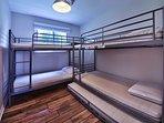 Bedroom 2 (2 bunk beds)