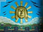 Antes de Ingresar a la Casa, se encuentra el Sol de Huanchaco, Obra en Relieve del Profesor: Alfaro