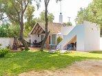 Precioso y tranquilo bungalow en parcela independiente y vallada con cómodo aparcamiento dentro